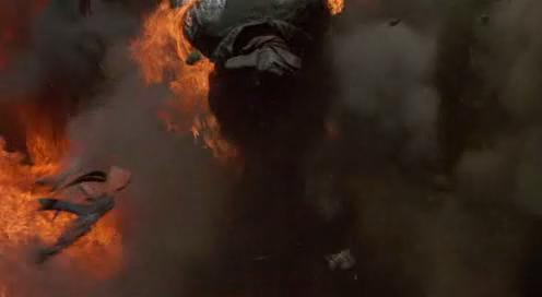 переворот солдата в воздухе после выстрела Датча